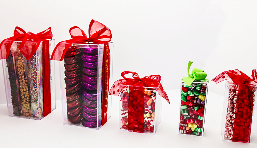 Plastic boxes for gifts